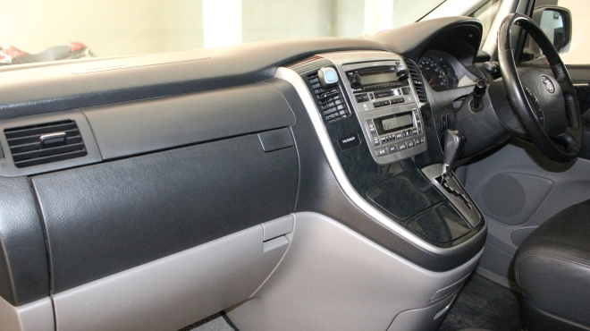 interior_mobil_alphard_vellfire_paling_elegan_bersih_nyaman_wangi