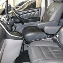interior_mobil_elegan_nyaman_bersih_tarif_sewa_termurah