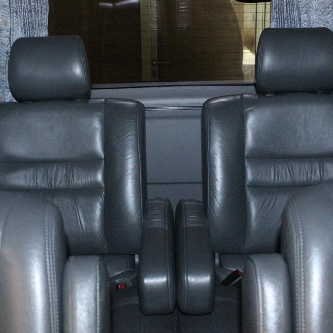interior_mobil_mewah_alphard_vellfire_bersih_nyaman_elegan