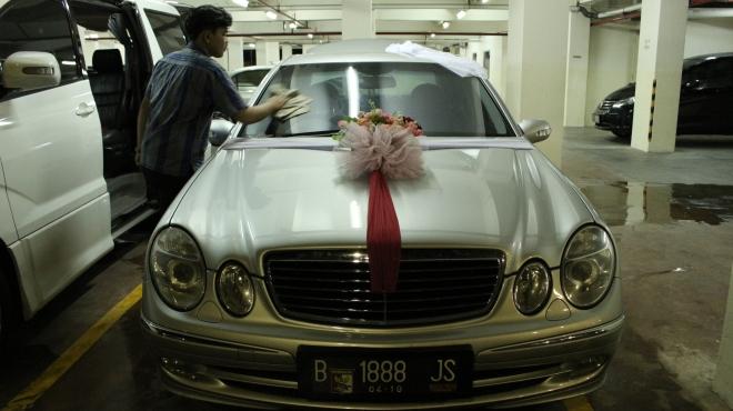 vendor_mobil_alphard_vellfire_putih_hitam_wedding_car_murah_terjangkau